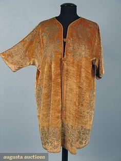 Fortuny Stenciled Velvet Coat,c. 1920. Photo courtesy Augusta Auctions.