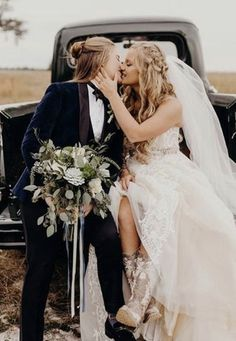 Thousands of single women and decent men are waiting online, ready to chat, flirt and meet! Lesbian Wedding Photos, Lesbian Wedding Photography, Lgbt Wedding, Wedding Couples, Wedding Menu, Wedding Gowns, Bridal Photography, Wedding Portraits, Wedding Pictures