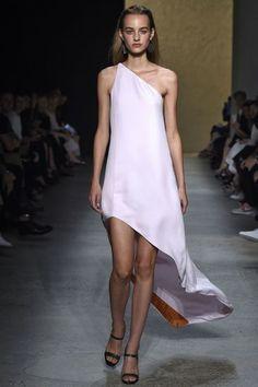 Narciso Rodriguez verão 2016: estilista traduz o Oceano com tons de laranja | MdeMulher