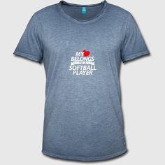 My heart belongs to a softball player Männer Premium T-Shirt Born In February, Softball Players, Vintage T-shirts, Baseball Cap, My Heart, Diva, T Shirt, Prints, Mens Tops