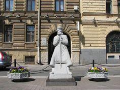 Санкт-Петербург. Памятник Дворника (площадь Островского)