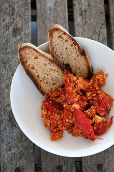 scrambled tofu with tomato & peppers