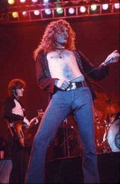 20 Amazing Photographs of Robert Plant in Flares and Skin Tight Jeans in the ~ vintage everyday Marc Bolan, Eddie Van Halen, Iggy Pop, Rod Stewart, Lenny Kravitz, Axl Rose, Frank Zappa, Janet Jackson, Ringo Starr