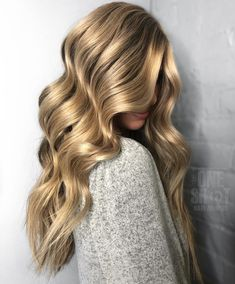 We are in #❤️ with this ...Celebrity and associate colourist at Josh Wood Colour, Jason Hogan, breaks down everything you need to know about 3D Balayage, the new sunkissed hair trend for summer 2019.