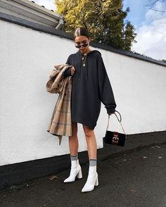White hooded sweatshirt dress with white boots 👍 🏿 casual outfits в 2019 Sweatshirt Outfit, White Hooded Sweatshirt, Sweatshirt Dress, Summer Fashion Outfits, Fall Fashion Trends, Winter Fashion, Casual Outfits, Fall Outfits, Fashion Dresses