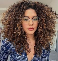 Brown Curly Hair, Blonde Curly Hair, Colored Curly Hair, Boys With Curly Hair, Curly Hair Tips, Curly Hair Styles, Curly Girl, Afro Hair Style, Highlights Curly Hair