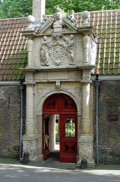 Arend Maartenshof Hofjes in Dordrecht de tuinen onderhouden in de jaren '70.