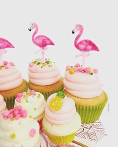 Cupcakes with Flamingo Toppers for a Flamingo Baby Shower Food and Decor Idea Tropical Cupcakes, Flamingo Cupcakes, Pineapple Cupcakes, Tropical Party, Hawaiian Cupcakes, Flamingo Birthday, Luau Birthday, Flamingo Party, Girl Cupcakes