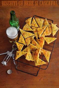 beer and cheese crackers Beer Recipes, Cooking Recipes, Food Hacks, Baked Goods, Sweet Potato, Tapas, Meal Planning, Good Food, Biscotti