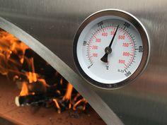 Der Pizzaofen erreicht fasst 300° Celsius