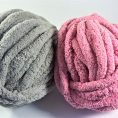Chunky Crochet Blankets How to get your super chunky blanket for less - Chunky knit blankets are a hot trend for a reason: they look as soft as a cloud, the stitches are as big as your hand and the comfort they provide i. Chunky Yarn Blanket, Chunky Knit Yarn, Chenille Blanket, Hand Knit Blanket, Knitted Blankets, Thick Blankets, Cable Knit, Finger Knitting, Arm Knitting