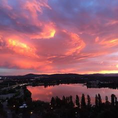 This killer Canberra sunset was expertly snapped by Instagrammer keepsakephoto! Thanks for sharing and tagging #visitcanberra