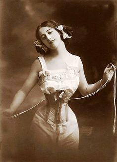 vintage boudoir 1902