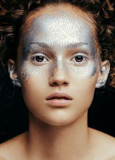 Metallic Face by Aldona Karczmarczyk & MUA Patrycja Dobrzeniecka - silver…