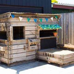 Castle-and-Cubby-Recycled-Apple-crate-Cubby-1(pp_w768_h512)
