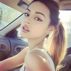 (fc Lily Maymac) Hi! im lily, and in 17! I love writing songs and baking! introduce?