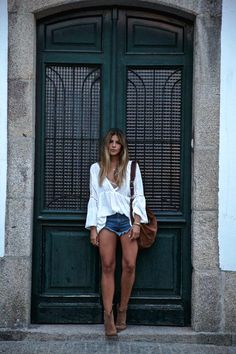 Trendy Taste – Summer in boots. White blouse+denim shorts+brown boots+brown hobo bag. Summer outfit 2016