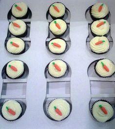 carrot and vanilla creamcheese cupcakes. Magdalenas de zanahoria con crema de queso y vainilla