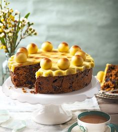 Fill your home with the scents of simnel cake and homemade hot cross buns. Our Easter baking ideas for buns, cakes and tarts will have everyone asking for the recipe. Baking Recipes, Cake Recipes, Baking Ideas, Simnel Cake, Easter Cupcakes, Easter Cake, Frozen Cherries, Cake Tins, Easter Recipes