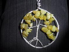 Wunderschoener handgefertigert Lebensbaum in Silber mit grünen Jadesplittern.   Der Lebensbaum symbolisiert das Wachstum des Menschen.   Vielseitig... Etsy, People, Silver, Schmuck, Nice Asses