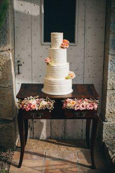 Un mariage rustique et champêtre près de Cannes - Sur La mariée aux pieds nus - Photos : Reego Photographie