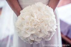 Bouquet de mariée hortensia blanc décoration mariage, décoration florale, mariage blanche et rose , vase, bougies, urne mariage, livre d'or mariage photophores mille et une organsations de prestige