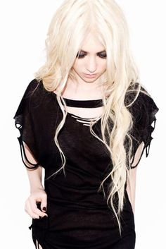 Taylor momsen I want this shirt