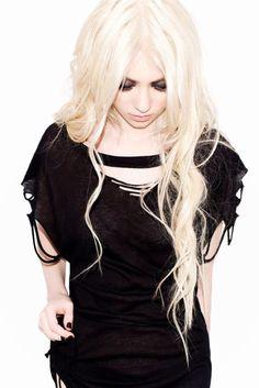 Taylor momsen I want this shirt