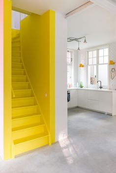 30 + Unique Stairs For Interior Home Design - Home Decor Yellow Interior, Home Interior, Bohemian Interior, Yellow Stairs, Yellow Walls, Stairs Colours, Casa Retro, Painted Staircases, Living Colors