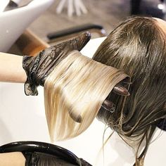 Toning is the finishing touch that gives any balayage a quick and visible color boost, and we love sharing our favorite tips to help you master your application skills. Toner For Blonde Hair, Hair Toner, Wella Toner, Color Correction Hair, Brassy Hair, Hair Color Formulas, Hair Fixing, Hair Color Techniques, How To Lighten Hair