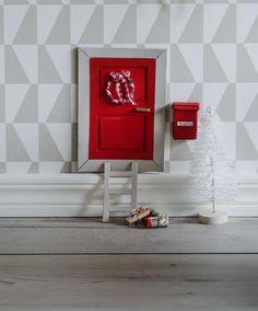 Tontun ovi, kukapa ei rakastaisi ajatusta siitä, että tonttu pääsee kulkemaan kotiin ikiomasta ovesta.