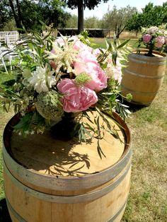 #weddingdeco White Dahlias, Pink Hydrangea, Pink Peonies, Hydrangeas, Astilbe, Vintage Cups, Italy Wedding, Country Chic, Pale Pink