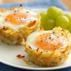 Try Egg Topped Hash Brown Nests! You'll just need 1 box oz) Betty Crocker™ Seasoned Skillets® hash brown potatoes, Hot water, salt and margarine called. Muffin Tin Recipes, Egg Recipes, Brunch Recipes, Cooking Recipes, Muffin Tins, Recipies, What's For Breakfast, Breakfast Dishes, Breakfast Recipes