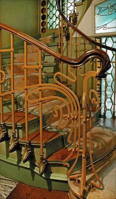 L'escalier principal du Castel Béranger (Hector Guimard) #bluedivagal, bluedivadesigns.wordpress.com