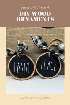 These wood slice ornaments are so easy to make. Just paint the center of the ornament and then cut vinyl using your Cricut machine. Cricut Vinyl, Christmas Gifts For Kids, Summer Christmas, Winter Holiday, Holiday Crafts, Christmas Tree, Diy Gifts For Friends, Christmas Lanterns, Wood Ornaments