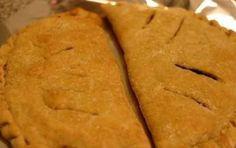 Calzone di cipolle - Il calzone di cipolle è una ricetta tipica pugliese che viene preparata specialmente nel periodo di Pasqua. Ricorda l'antica tradizione dei poveri di mangiare solo pane e cipolle.