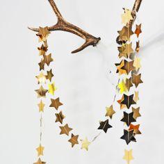 Gold Paper Garland. Ghirlanda con stelle dorate di carta #oro #DIY