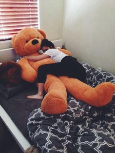 I want this giant teddy bear