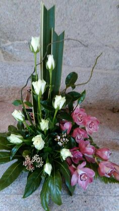 Dekor kosciola Grabblumen, Kirchenblumen, Trauerblumen, Altarblumen, Mo … – D… - Modern Contemporary Flower Arrangements, Tropical Floral Arrangements, Large Flower Arrangements, Flower Arrangement Designs, Funeral Flower Arrangements, Altar Flowers, Church Flowers, Funeral Flowers, Grave Flowers
