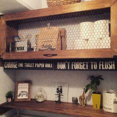 我が家のトイレはとても狭いうえ収納なし!  棚を作りたくても、コンクリート壁なのでネジなどで固定することもできま  せん。    でも突っ張り棒を使えば、コンクリート壁でも、また壁に穴を開けたくない方は、穴を開けることなく棚を設置出来るんです!  棚を作って雑貨をディスプレイし、男前インテリアを楽しみましょう♩ Diy Interior, Decor Interior Design, Interior Decorating, Wall Treatments, Wood Bars, Floating Shelves, Man Cave, Entryway Tables, Diy And Crafts