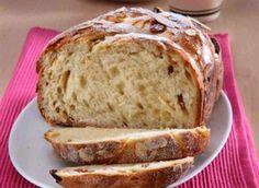 Ingredience: mouka pšeničná polohrubá 200 gramů, mouka pšeničná hladká 125 gramů, mléko 1,25 decilitru, tuk 70 gramů (rozpuštěný vychladlý), cukr 50 gramů, rozinky 1 hrst, mandlové lupínky 40 gramů, vejce 1 kus, droždí 3/4 lžičky (sušené), sůl 1 špetka, vejce 1/2 kusu ( na potření), mandlové lupínky 1 lžíce (na posypání). Bread, Food, Breads, Baking, Meals, Yemek, Sandwich Loaf, Eten