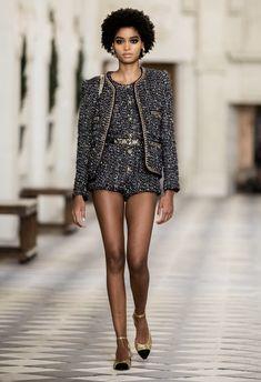 Boutique Haute Couture, Style Couture, Haute Couture Fashion, 80s Fashion, Fashion Week, Fashion Show, Fashion Tips, Chanel Fashion, Fall Fashion