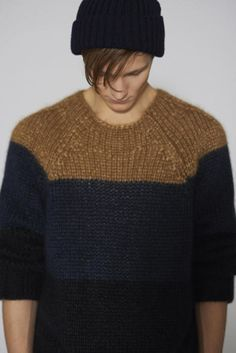 men's short sleeved sweater with distinctive yoke