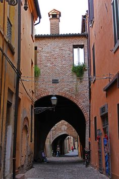 Why you should visit Ferrara with a local - we traveled with Agata of Null & Full / ILoveFerrara for an intimate experience in a non-touristy town in Italy.