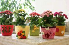 Vasos decorados com crochet. Gostam?  Veja mais em http://www.comofazer.org