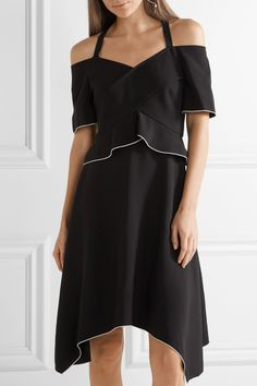 Black and white crepe Concealed hook and zip fastening at back 74% acetate, 26% viscose; lining: 100% silk Dry clean