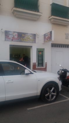 Pizzeria La Perla Last night, while walking home, we decided to try the pizzeria located on Calle Salvador Rodriguez Navas, which is about a hundred metres from our apartment in Fuengirola. For those who don't know the area well, it is almost opposite the local police station. We had been wondering about the place for …