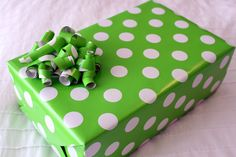 WRAPPING PAPER BOWS!  ~ Now I finally know what to do with those little pieces of paper I always have left over!