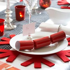 Be bold with red place mats | Christmas table settings - 10 ideas | housetohome.co.uk