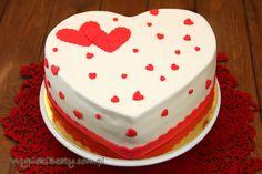 Przepis: Tort Serce. Zapraszam po inspirację i przepis na tort w kształcie serca. Idealny dla ukochanej osoby :)